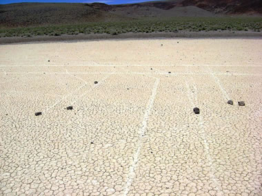 Slystančių akmenų paslaptis Mirties slėnyje