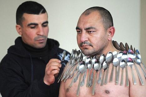 Žmogus magnetas pagerino pasaulio rekordą