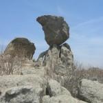 Balansuojančios uolos atlaiko ir žemės drebėjimus