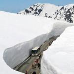 20 metrų aukščio sniego siena Japonijoje