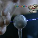 """""""Žmogus elektra"""" praleidžia pro savo kūną 20 000 vatų elektros srovę"""