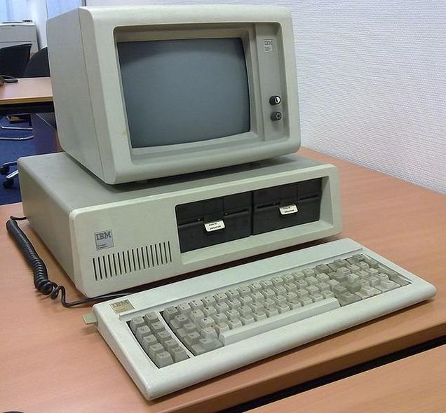 pirmasis ibm kompiuteris