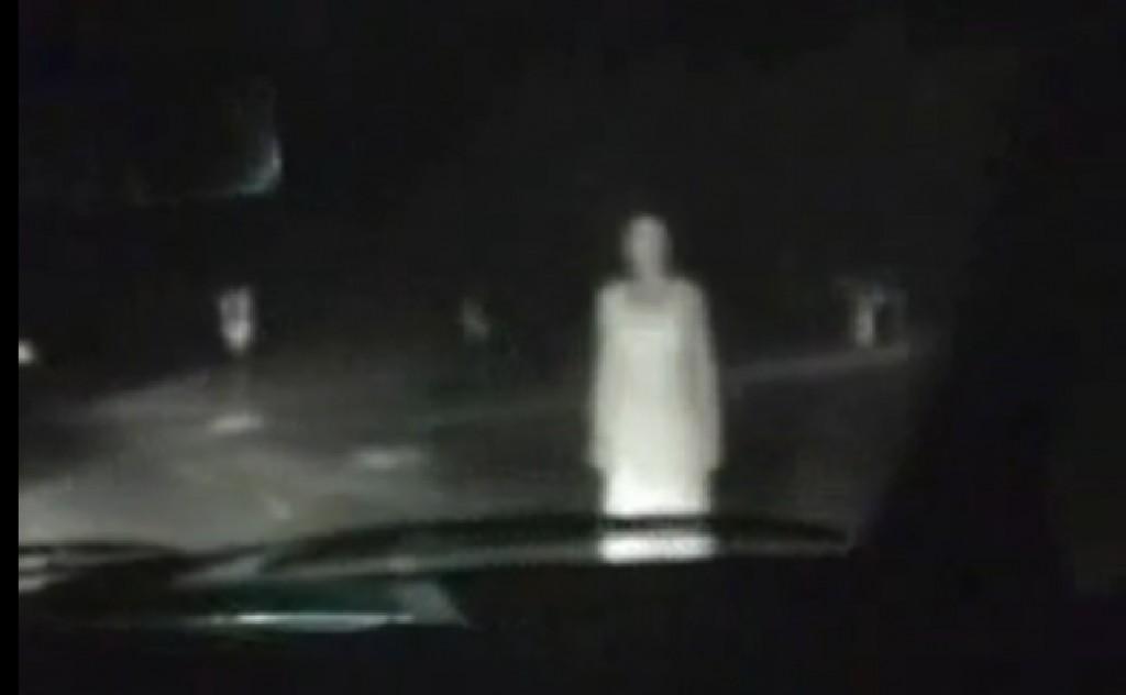 Moters, baltais rūbais, vaiduoklis