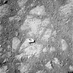 Prie marsaeigio mįslingai atsiradusio keisto akmens cheminė sudėtis suglumino NASA tyrėjus