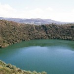 Ežeras su aukso dugnu