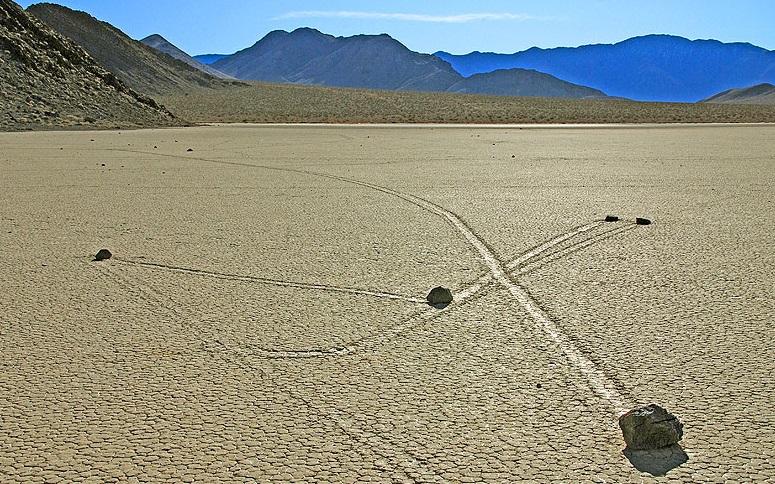 Mokslininkai įminė judančių Mirties slėnio akmenų paslaptį
