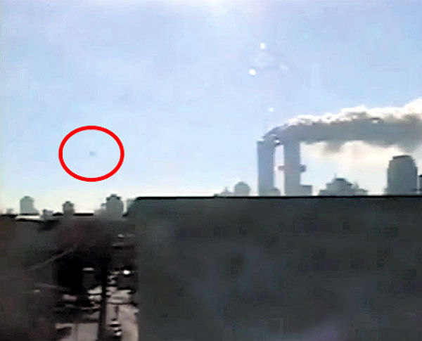 """Niujorko dvynius atakavo """"skraidančios lėkštės""""?"""