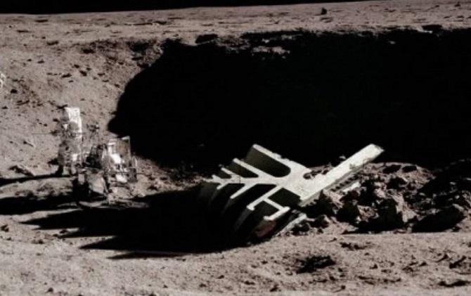 Ką Mėnulyje naikina NASA?