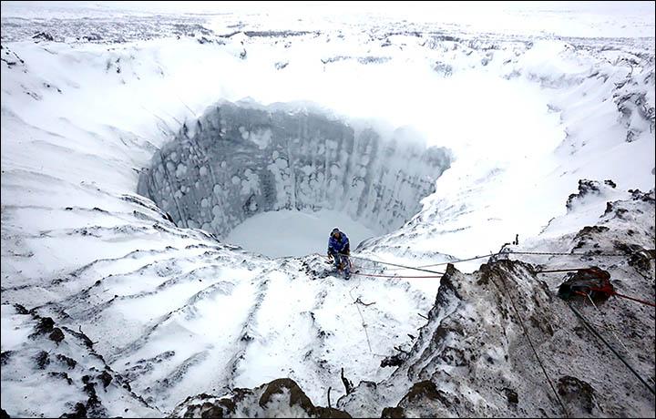 Sibiras ir vėl stebina: rasta dar keliasdešimt paslaptingų kraterių