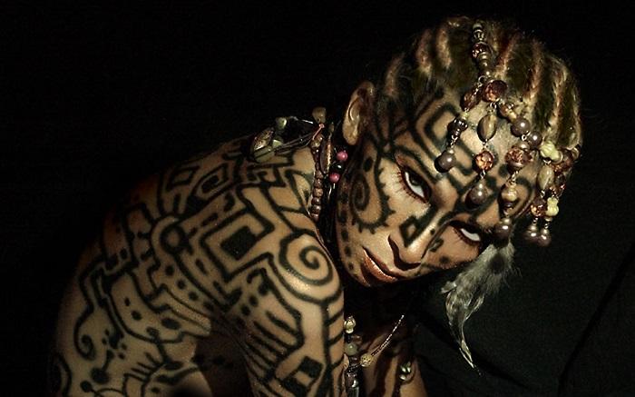 Tatuiruotės ir auskarai žaloja eterinį kūną?