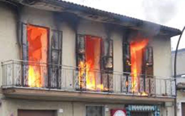 Paslaptingi gaisrai Italijos kaime neduoda ramybės mokslininkams